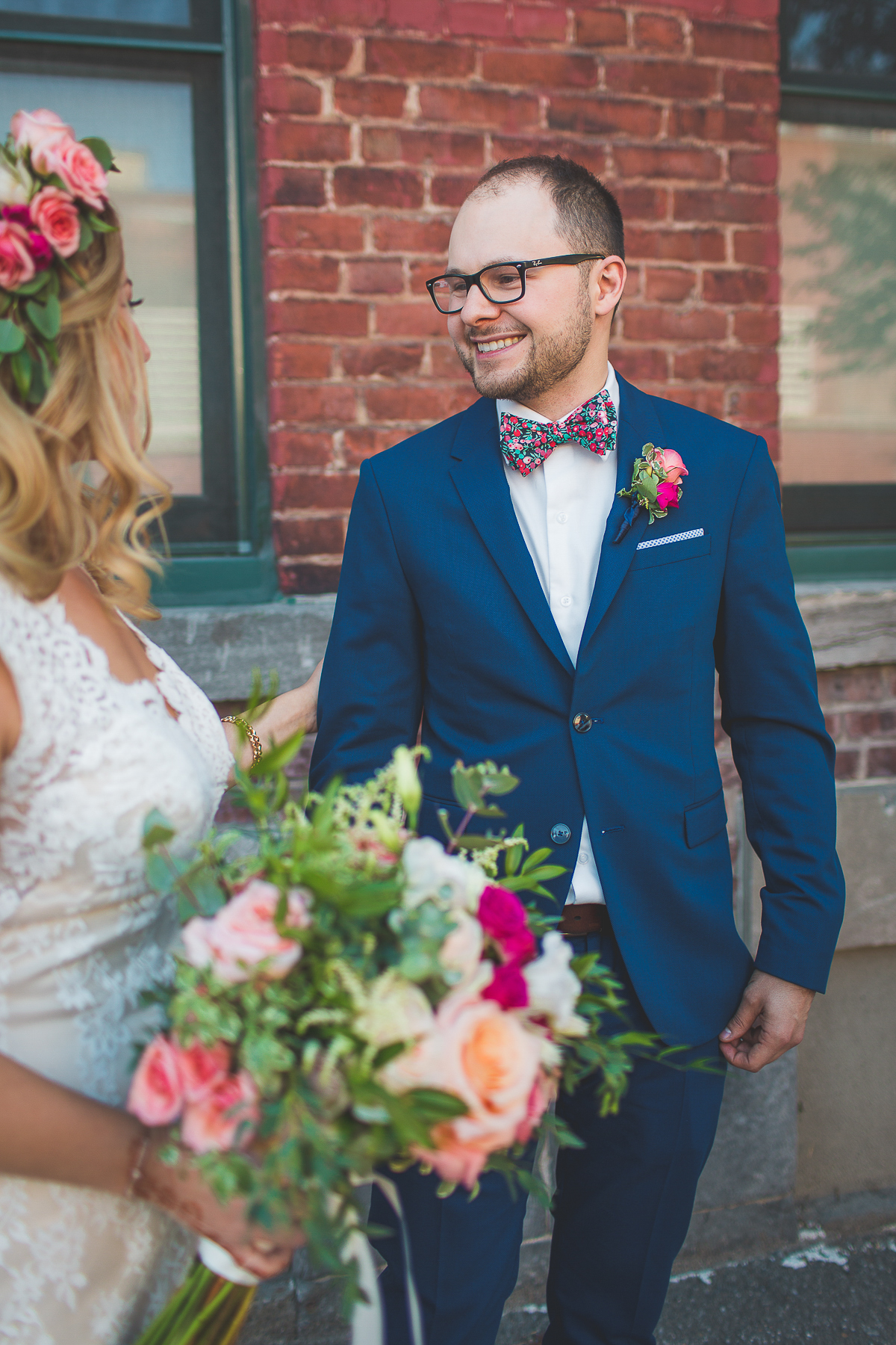mariage-soupesoup-montreal-photographe-wedding-boheme_firstlook-groom-bride_16