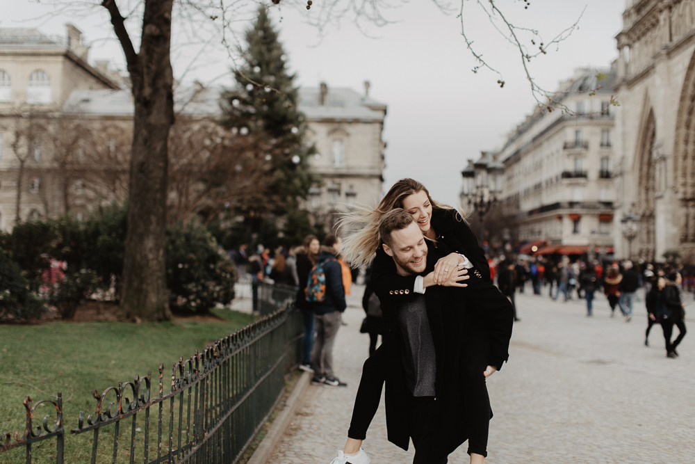 notre-dame_Engagementsession-Paris_photographe_CamilleMarciano_13